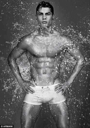 Cristiano Ronaldo desnudo para Armani Underwear