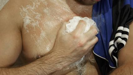 La higiene corporal previene el mal olor