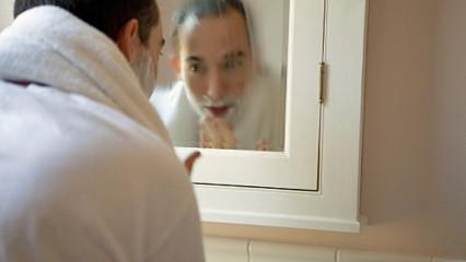 El rasurado del bigote