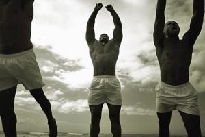 hombres haciendo deporte