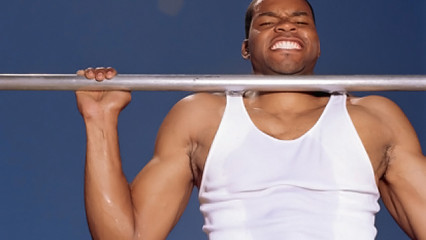 deportista en barra