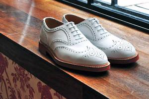 zapatos en la ventana