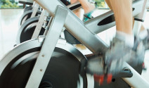 Bicicleta estática y bicicleta elíptica para mantenerse en forma