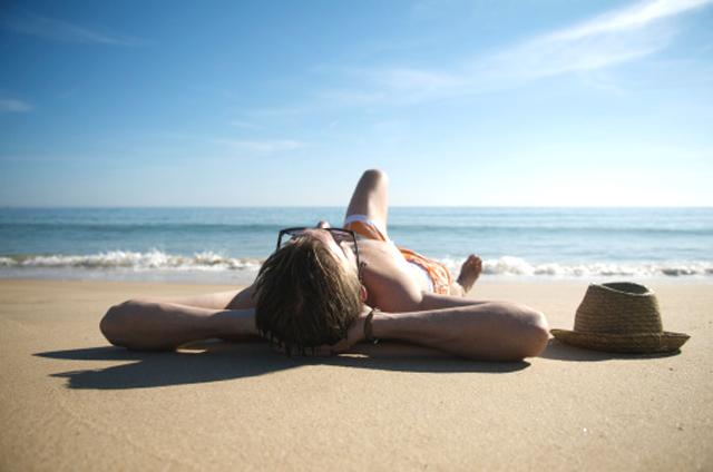 Consejos y trucos para el cuidado del cabello en la playa