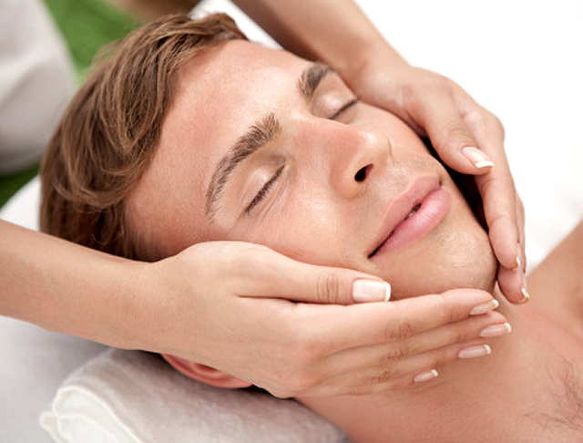 El masaje facial, la terapia del rostro