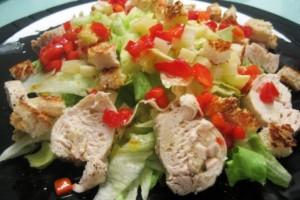 Ensalada de pollo con vinagreta templada