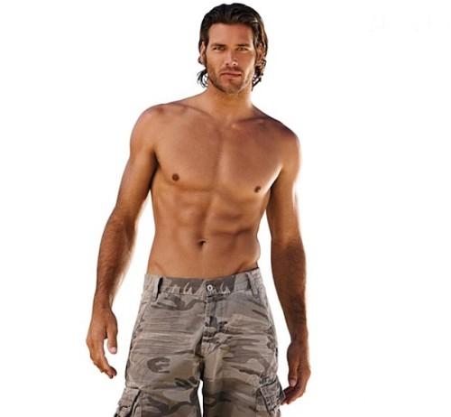 Hombre con abdominales