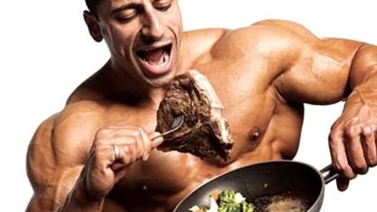 Hombre comiendo carne
