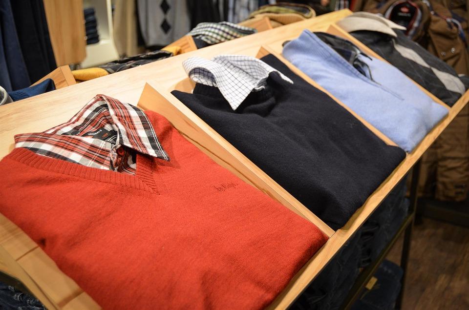 Cómo ahorrar dinero al comprar ropa en Navidad