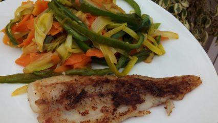 Merluza a la plancha con juliana de verduras